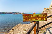 Schild für Weg zum Aussichtspunkt am Palmenstrand von Vai, Osten Kreta, Griechenland