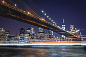 Brooklyin Bridge with Manhattan in the background, New York City, USA