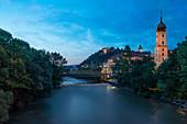 Blaue Stunde mit Blick auf den Uhrturm, Graz, Österreich