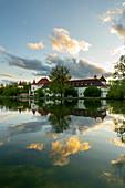 Abendlicher Blick von Osten auf die Blutenburg, mit Spiegelung in der Würm, München, Bayern, Deutschland