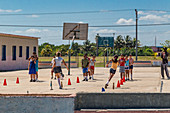 Schüler beim Schulsport, Varadero, Kuba
