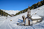 Snow-covered chapel in the Langtauferer valley, Langtauferer valley, Ötztal Alps, South Tyrol, Italy