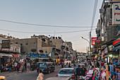 Abends durch die Straßen von Amman, Jordanien