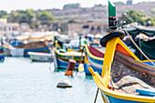 Die berühmten Luzzus in der Hafenstadt Marsaxlokk auf Malta