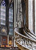 Im Inneren des Stephansdom in Wien, Österreich