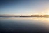 Blick über Llanquihue See während Sonnenaufgang, Puerto Varas, Region de los Lagos, Chile, Südamerika
