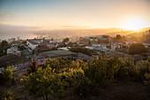 Sonnenaufgang über Hafenstadt Valparaiso, Chile, Südamerika
