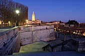 Frankreich, Herault, Montpellier, historisches Zentrum, Place du Peyrou und der Glockenturm der Kirche Sainte Anne im Hintergrund