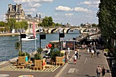 France, Paris, area listed as World Heritage by UNESCO, left bank of the Seine, pedestrian banks of the Seine