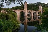 Frankreich, Lot, Cahors, Pont Valentré (die Teufelsbrücke) 14. Jahrhundert, als historisches Denkmal aufgeführt