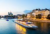 France, Paris, area listed as World Heritage by UNESCO, Ile Saint Louis, Notre Dame de Paris cathedral and a boat trip