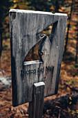 Wegweiser zum Biotop Lej Nair, im Oberengadin, Engadin, Schweiz\n\n\n