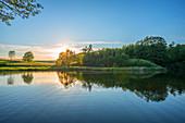 Sonnenuntergang am Holzmaar bei Gillenfeld, Eifel, Rheinland-Pfalz, Deutschland