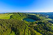 Luftaunfnahme des Gemündener Maars bei Daun, Eifel, Rheinland-Pfalz, Deutschland
