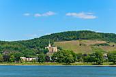 Blick von Bad Breisig auf Schloß Arenfels in Bad Hönningen, Rheintal, Rheinland-Pfalz, Deutschland