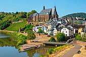 View of Saarburg with Laurentiuskirche and Leuk estuary, Hunsrück, Rhineland-Palatinate, Germany
