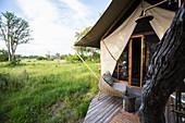 Außenansicht eines Zeltes, Touristenunterkunft in einem Safari-Camp