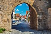 Spitaltor und Spitalgasse in Rothenburg ob der Tauber, Bayern, Deutschland