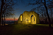 At night at the Kunigunden chapel in Weinparadies, Bullenheim, Neustadt an der Aisch, Middle Franconia, Franconia, Bavaria, Germany, Europe