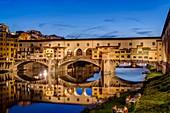 Italien, Toskana, Florenz, Historisches Zentrum, UNESCO-Weltkulturerbe, Ponte Vecchio über dem Arno
