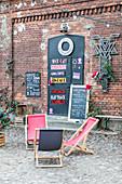 Cafe in Ksiezy Mlyn, Pfaffendorf, historisches Stadtviertel in Lodz, Polen, Europa