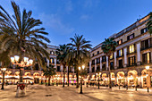Plaza Real, Plca Reial, cafes and restaurants in the evening, Barcelona, Spain