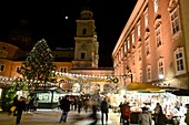 Christmas market at the cathedral, evening, night, lights, Christmas stalls, people, Christmas tree, Salzburg in winter, Austria