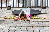 Tokyo, Japan, eine Frau in der darstellenden Kunst