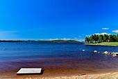Badeplattform am See Orsjön, Tomterna, Västernorrland, Schweden