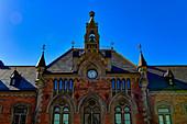 Die historische Stadtbibliothek in der Altstadt von Skara, Västergötland, Schweden