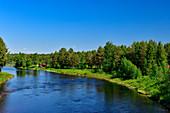 An einem Fluss in Lappland, bei Narken, Norrbottens Län, Schweden