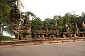 Cambodia, Siem Raep, Angkor, Southern Gate, Guardians