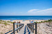 Holzweg beach access in Bansin and tourists on the beach, Usedom, Mecklenburg-Western Pomerania, Germany