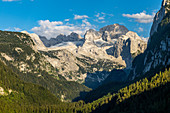 View over the large Gosau lake to the Dachstein massif, Salzkammergut, Upper Austria.