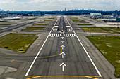 Approaching runway 31R, John F. Kennedy Airport (KJFK / JFK), New York, USA