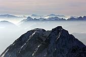 Blick von der Zugspitze, Garmisch-Partenkirchen, Werdenfelser Land, Oberbayern, Bayern, Deutschland