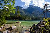 Hintersee mit Schartenspitze und Wasserwandkopf, Ramsau, Berchtesgadener Land, Oberbayern, Alpen, Deutschland