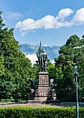 Andreas Hofer Statue mit Blick auf die Nordkette in Innsbruck, Tirol, Österreich