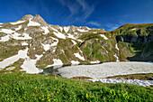 Teils eisbedeckter Bergsee mit Daumen im Hintergrund, Engeratsgundsee, Hintersteiner Tal, Allgäuer Alpen, Allgäu, Schwaben, Bayern, Deutschland