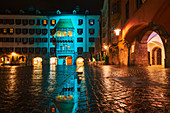 Das goldene Dach, blau beleuchtet, Innsbruck, Tirol, Österreich, Europa