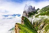 Der Chrüzberg unter Wolken, Kanton Appenzell, Alpstein, Schweiz, Europa