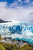 Argentina,Patagonia,Santa Cruz province,Los Glaciares National Park,people admiring Perito Moreno Glacier