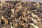 Nahaufnahme von dem Stadtteil Sassi am Tag, Matera, Region Basilikata, Italien
