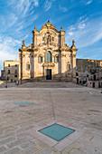 Kirche und Platz Franz von Assisi am Morgen, Matera, Region Basilikata, Italien