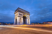 Place de L'Etoile, Arc de Triomphe by night and cars's lights (Champs-Elyisées, Paris, Ile-de-France, France, Europe)