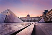 Louvre Museum and Pyramid at sunrise  (Paris, Ile-de-France, France, Europe)