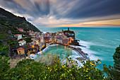 Vernazza bei Sonnenaufgang, La Spezia, Ligurien, Italien, Südeuropa