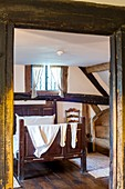 United Kingdom, Warwickshire, Stratford-upon-Avon, birthplace of the 15th century Tudor style of Anne Hathaway (wife of William Shakespeare), who lived there until her marriage in 1582, bedroom