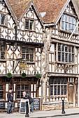 United Kingdom, Warwickshire, Stratford-upon-Avon, High Street, The Garrick Inn, pub set in a half-timbered house from the 16th century