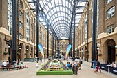United Kingdom, London, Southwark, Hay's Galleria, a former warehouse with restaurants, shops and lodgings